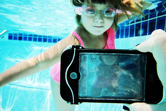 iphone-scuba-suit-4