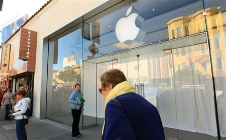 Apple stores close for live webcast of Steve Jobs memorial