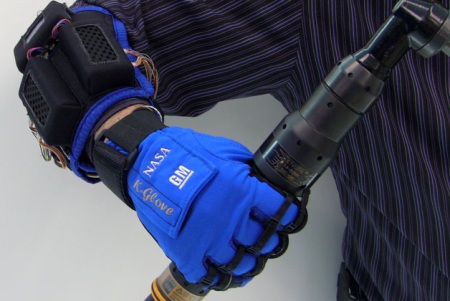GM and NASA jointly develop Robo-Gloves for human use