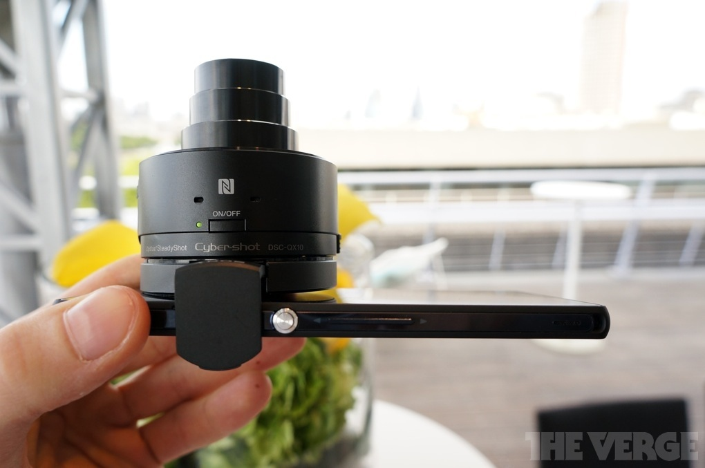 Sony QX Smart Lens: No more difference between smartphone cameras and actual ones