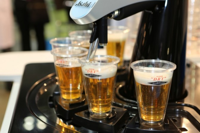 asahi-robot-beer-pouring-machine-for-hotels-36