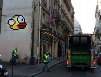 Flappy Bird makes a comeback on a Parisian wall