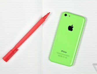 Apple launches cheaper 8GB iPhone 5C to offset falling demand