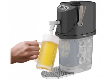 Takara Tomy Arts' Gokurei beer server can chill beer can and serve as draft beer in 4 minutes
