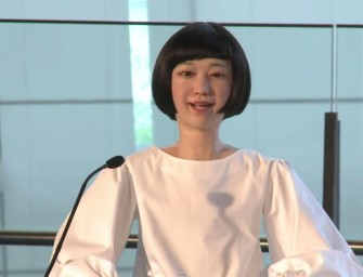 Hiroshi Ishiguro unveils the world's first newscaster robots!