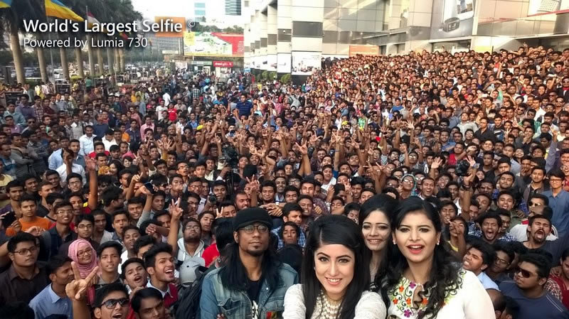 Lumia 730's 5MP front cam clicks world's largest selfie with 1,151 people