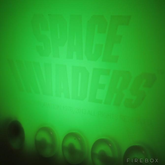 space-invaders-alien-lamp-2