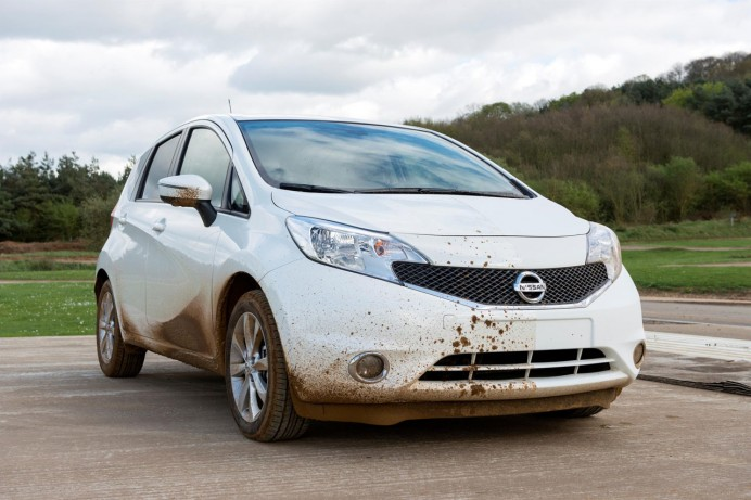 nissan-self-cleaning-car-paint-2