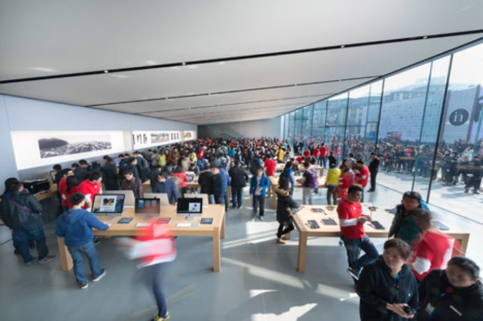 Apple-store-Foster-and-Partners-interior-group