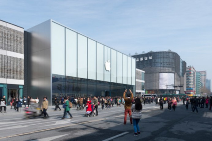 Apple-store-Foster-and-Partners-street-angle