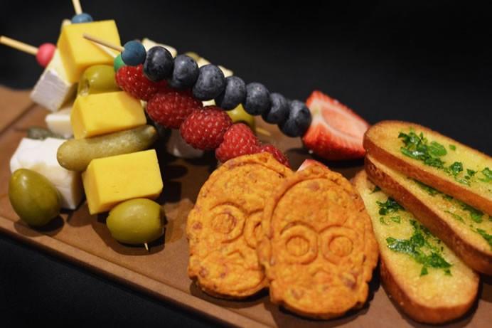 disneys-new-star-wars-restaurant-offers-a-jedi-diet-7