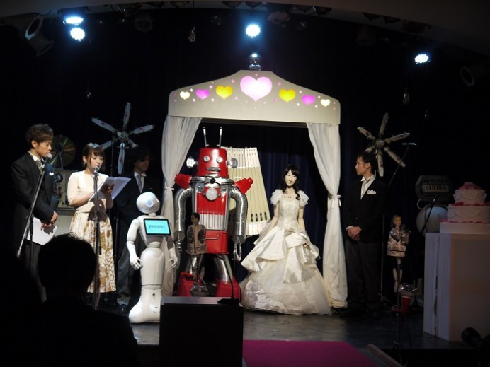 worlds-first-robot-couple-to-be-joined-in-matrimony-4