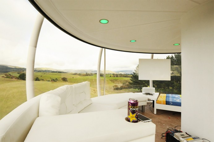 solar-powered-cellphone-controlled-skysphere-2