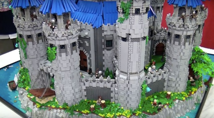 Lego and Legend of Zelda fan recreates the Hyrule Castle 2