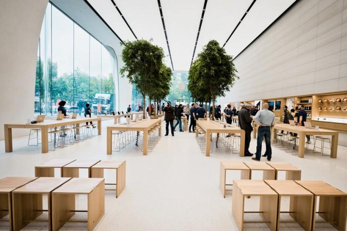 Apple's Jony  first Belgian store 2