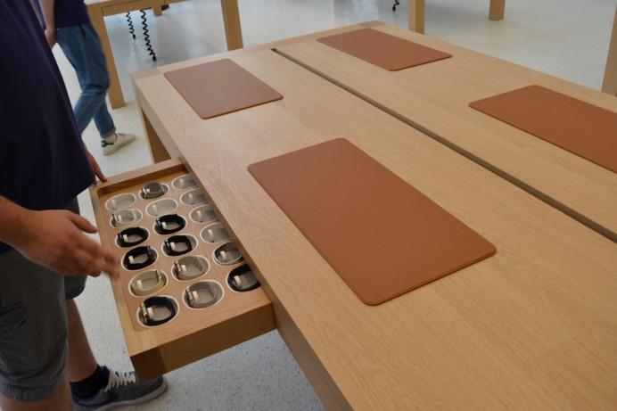 Apple's Jony  first Belgian store 4