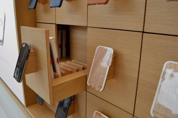 Apple's Jony  first Belgian store 5