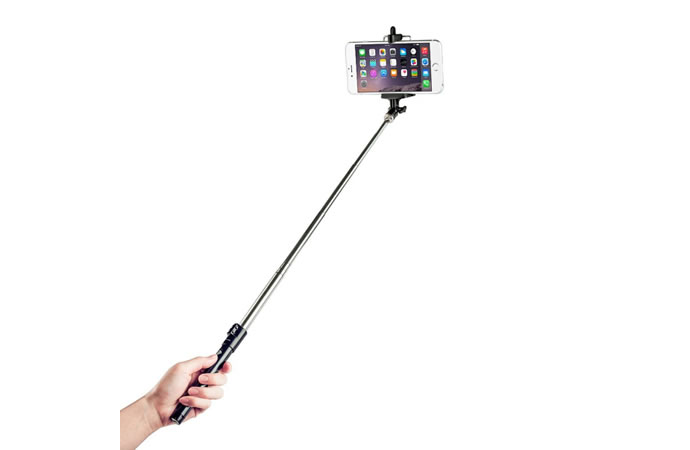 Japan bans selfie sticks 2