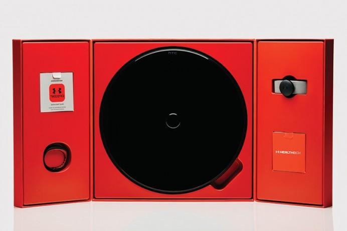 HTC-under-armour-healthbox-fitness-tracking-designboom-05-818x545